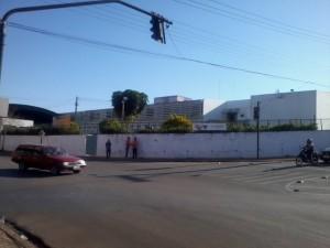Esclarecimento sobre o conjunto semafórico instalado nas esquinas da Rua São Pedro com a Rua Dr. José L. de Melo.
