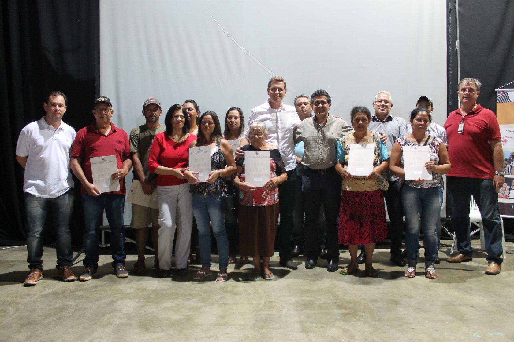 Prefeito de Itararé (SP) entrega mais 10 títulos de propriedade
