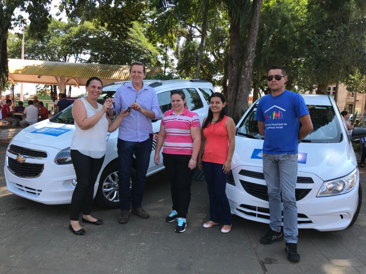 Em 16 meses de gestão, Heliton do Valle entrega oitavo e nono veículo para Itararé (SP)