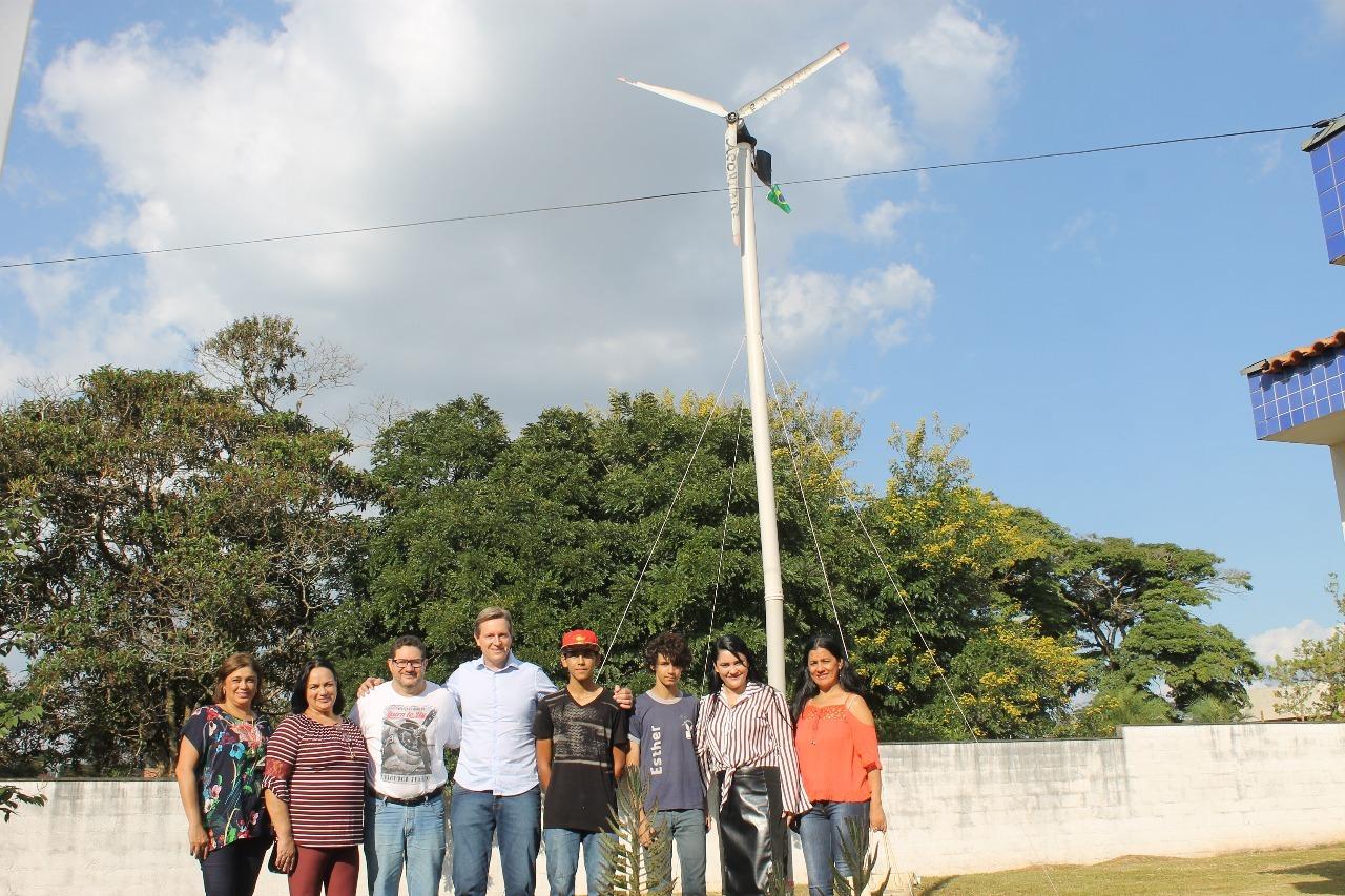 Alunos de Itararé (SP) criam projeto para gerar energia eólica