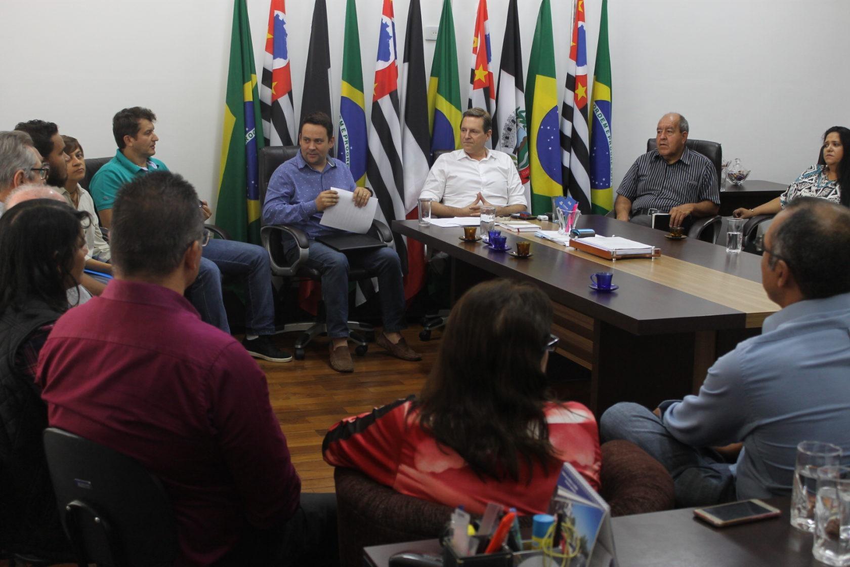 Prefeito de Itararé (SP) discute projeto de lei com líderes religiosos cristãos