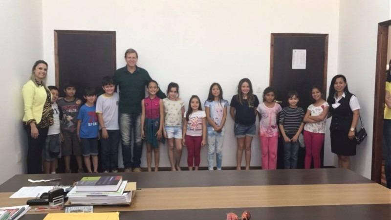 Prefeito de Itararé (SP) recebe alunos da EM do Campo Profª Alice Fonseca Braga