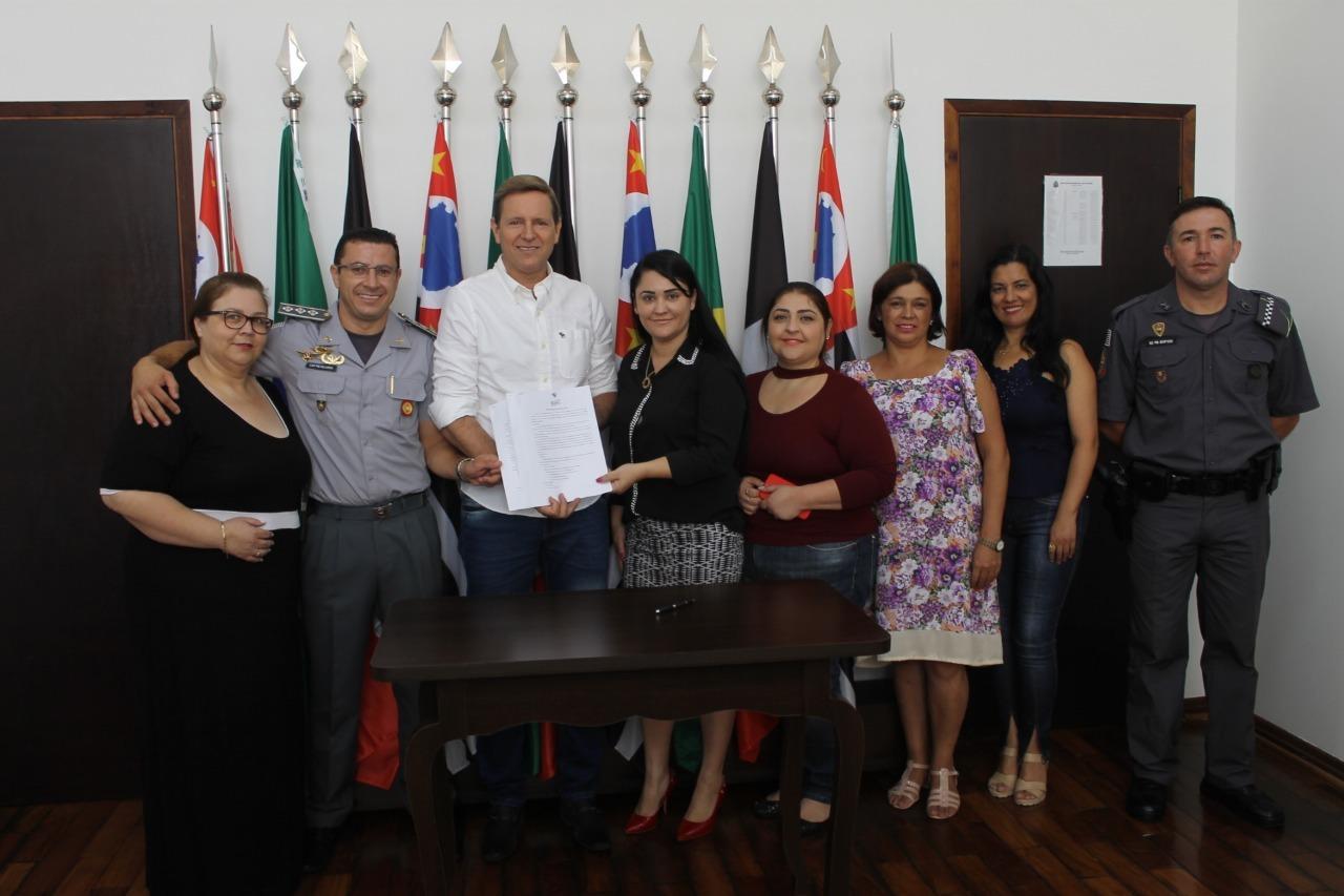 Prefeito de Itararé (SP) renova assinatura com Proerd