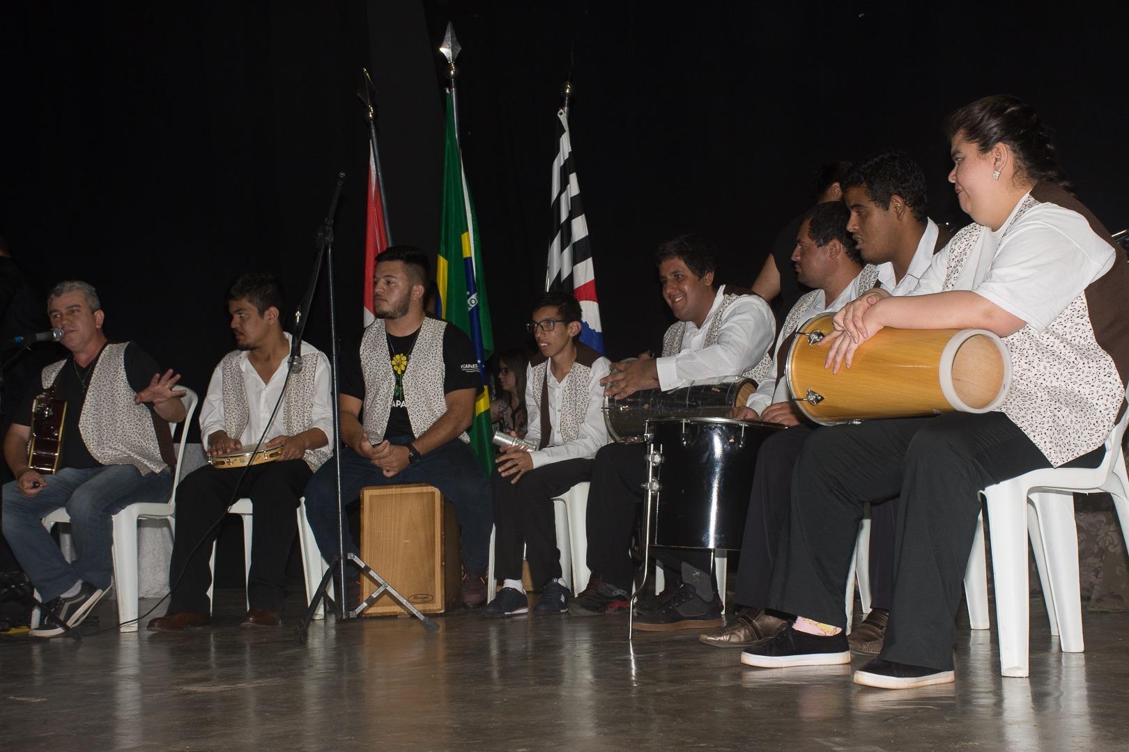 Professores de Itararé (SP) são homenageados pela prefeitura