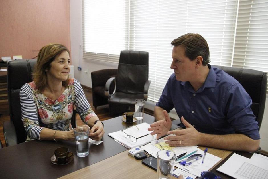 Heliton do Valle se reúne com Marta Costa e conquista R$ 200 mil a Itararé (SP)