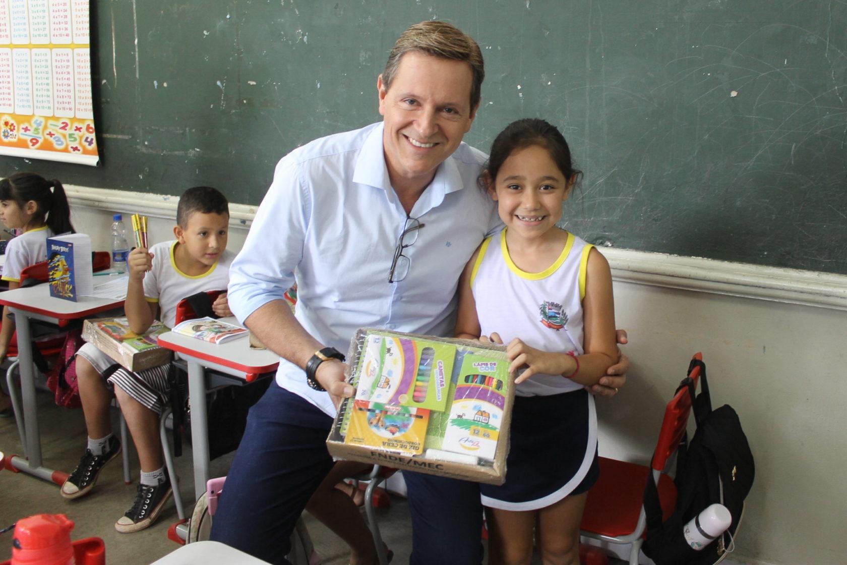 Com recursos próprios, pela primeira vez, alunos da rede municipal de ensino de Itararé (SP) recebem materiais escolares de qualidade e diversificados