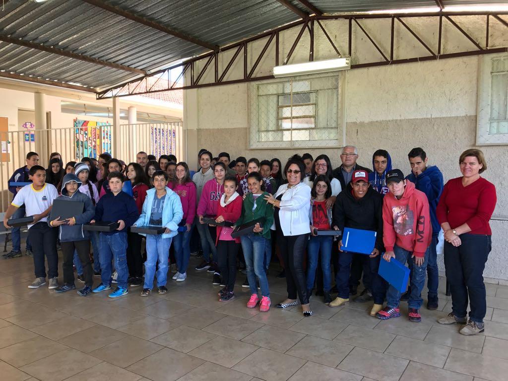 Educação de Itararé entrega kits aos alunos na volta às aulas