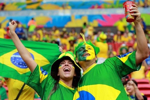 Transmissão do jogo do Brasil na Copa segue na praça São Pedro nesta sexta-feira (22) em Itararé (SP)
