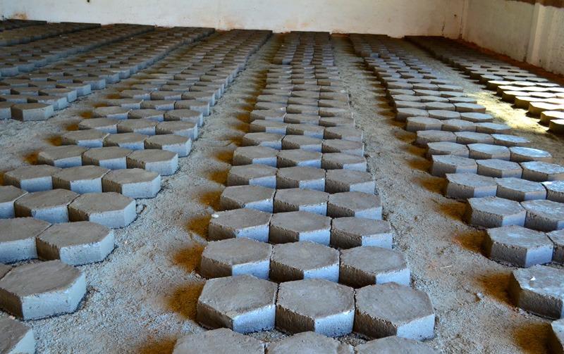 Atividades na fábrica de lajotas de Pedra Branca são retomadas