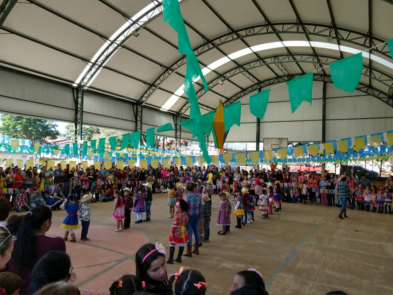 Escolas da Rede Municipal de Ensino em Itararé (SP) dão início as festas julinas