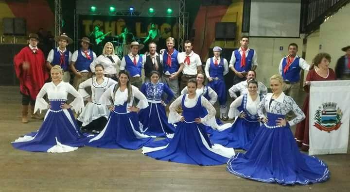 Grupo Unidos do Fandango se apresenta na Feira da Lua em Itararé (SP) nesta quarta-feira (09)