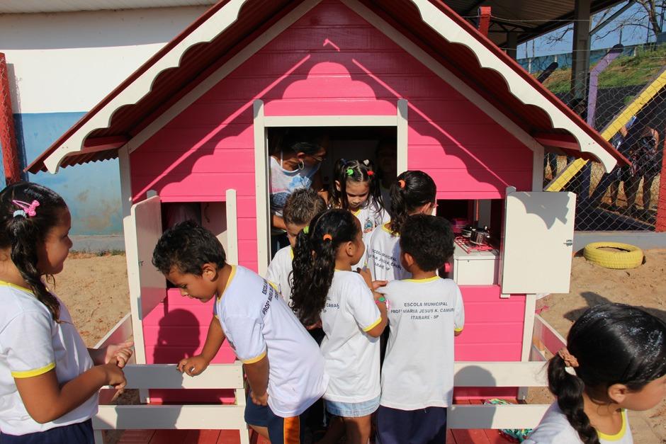 Escola Maria de Jesus K. Camargo recebe parque infantil