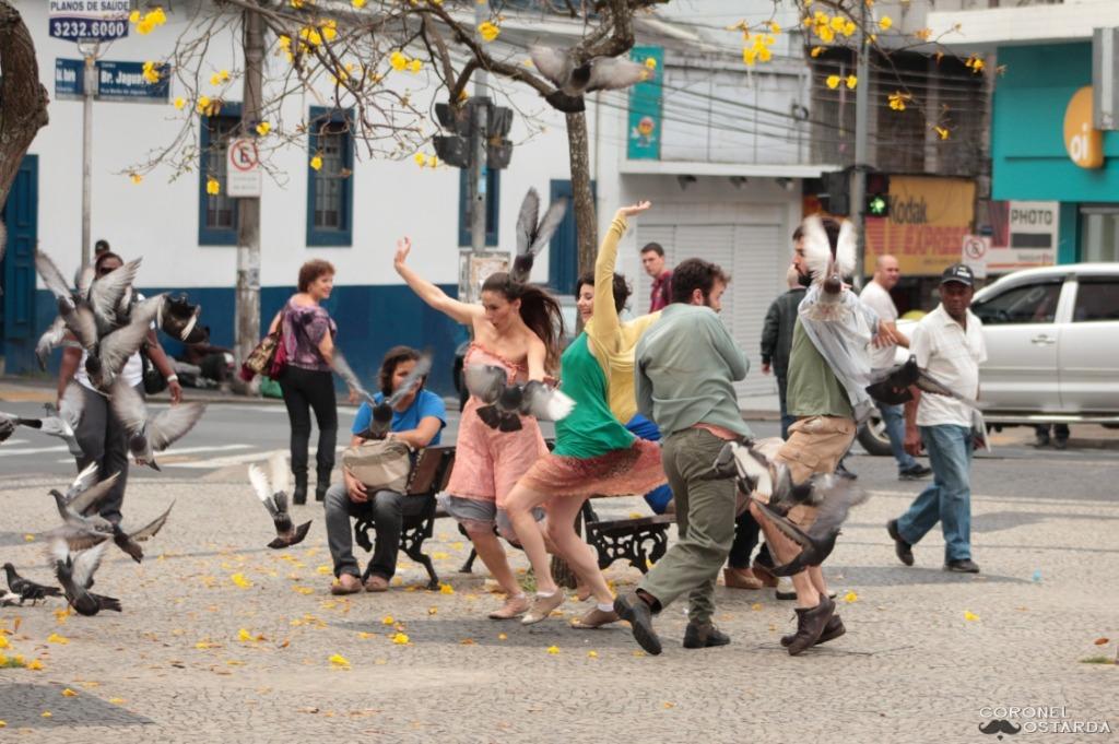 Cia. Domínio Público realiza intervenção de dança na Praça São Pedro