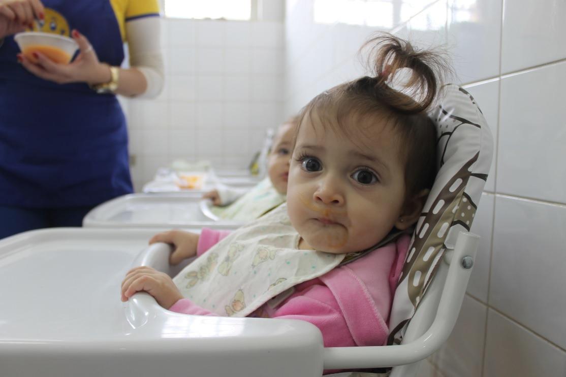 Prefeito de Itararé (SP) entrega 100 cadeiras de alimentação às creches do município