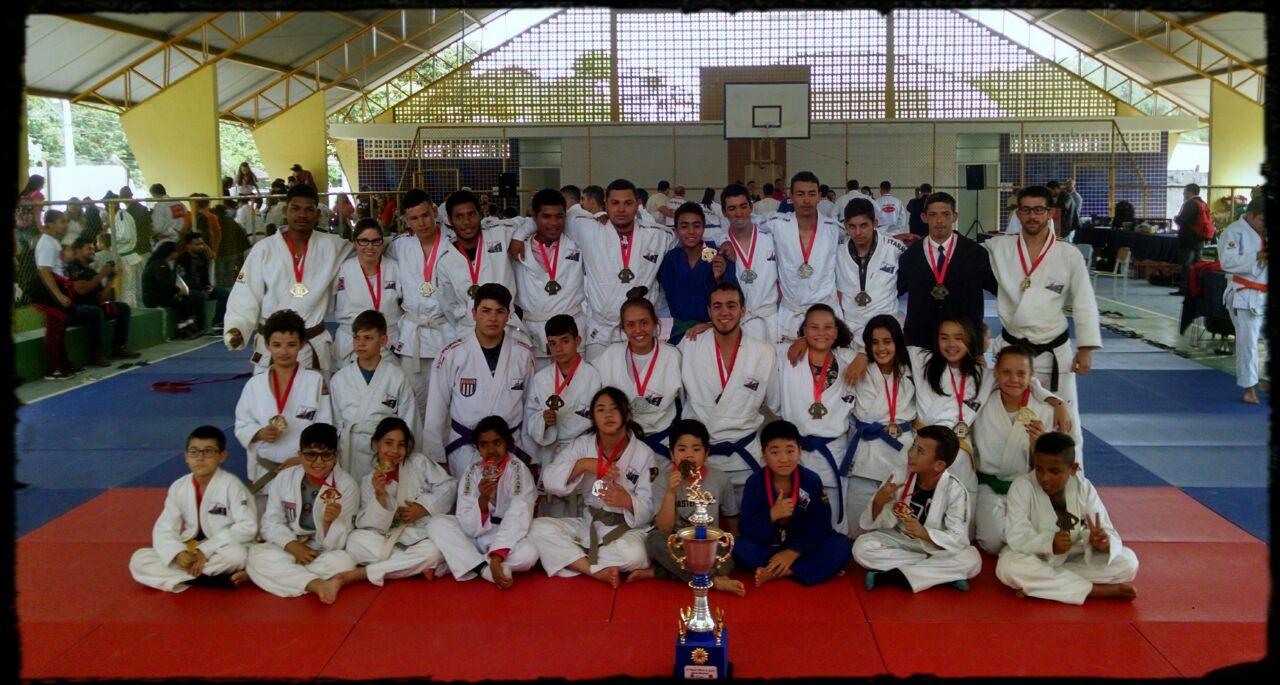 Judô de Itararé (SP) conquista terceiro lugar geral em Guapiara (SP)