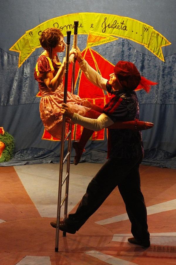 Vila Novo Horizonte recebe adaptação circense de William Shakespeare