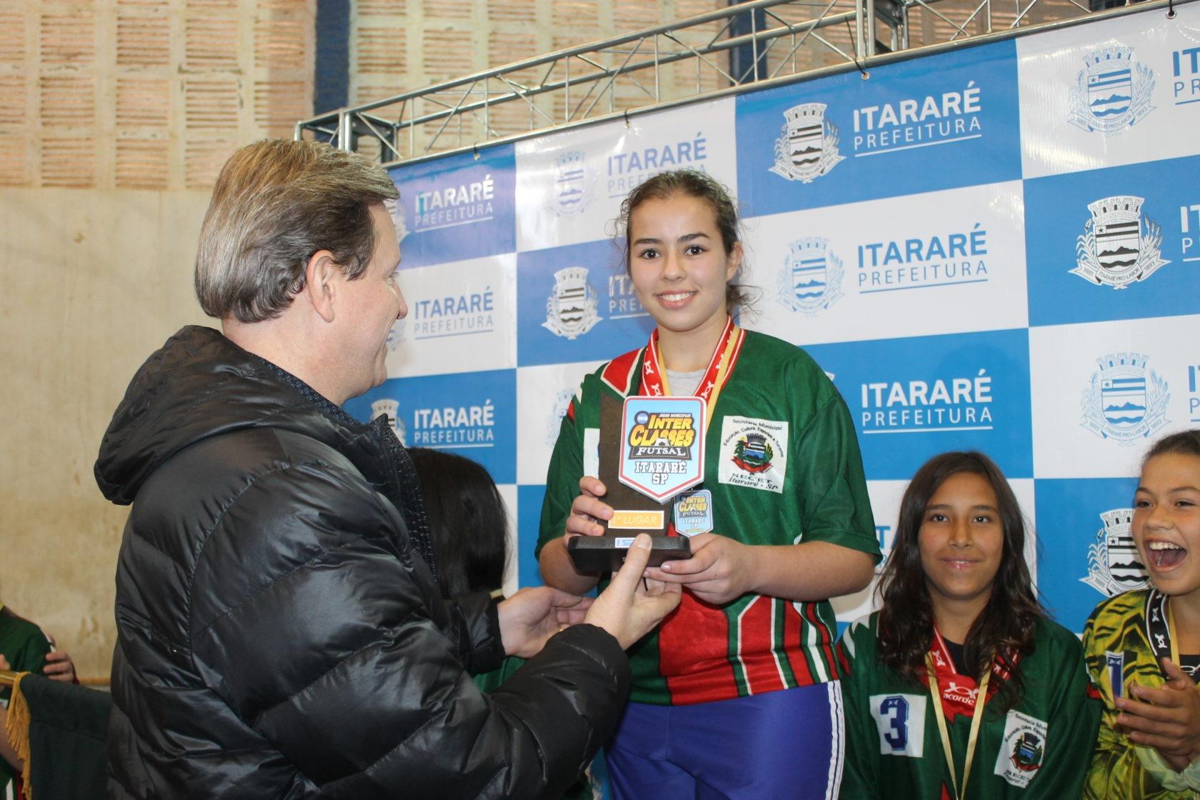 Prefeito de Itararé (SP) premia campeões dos Jogos Interclasses