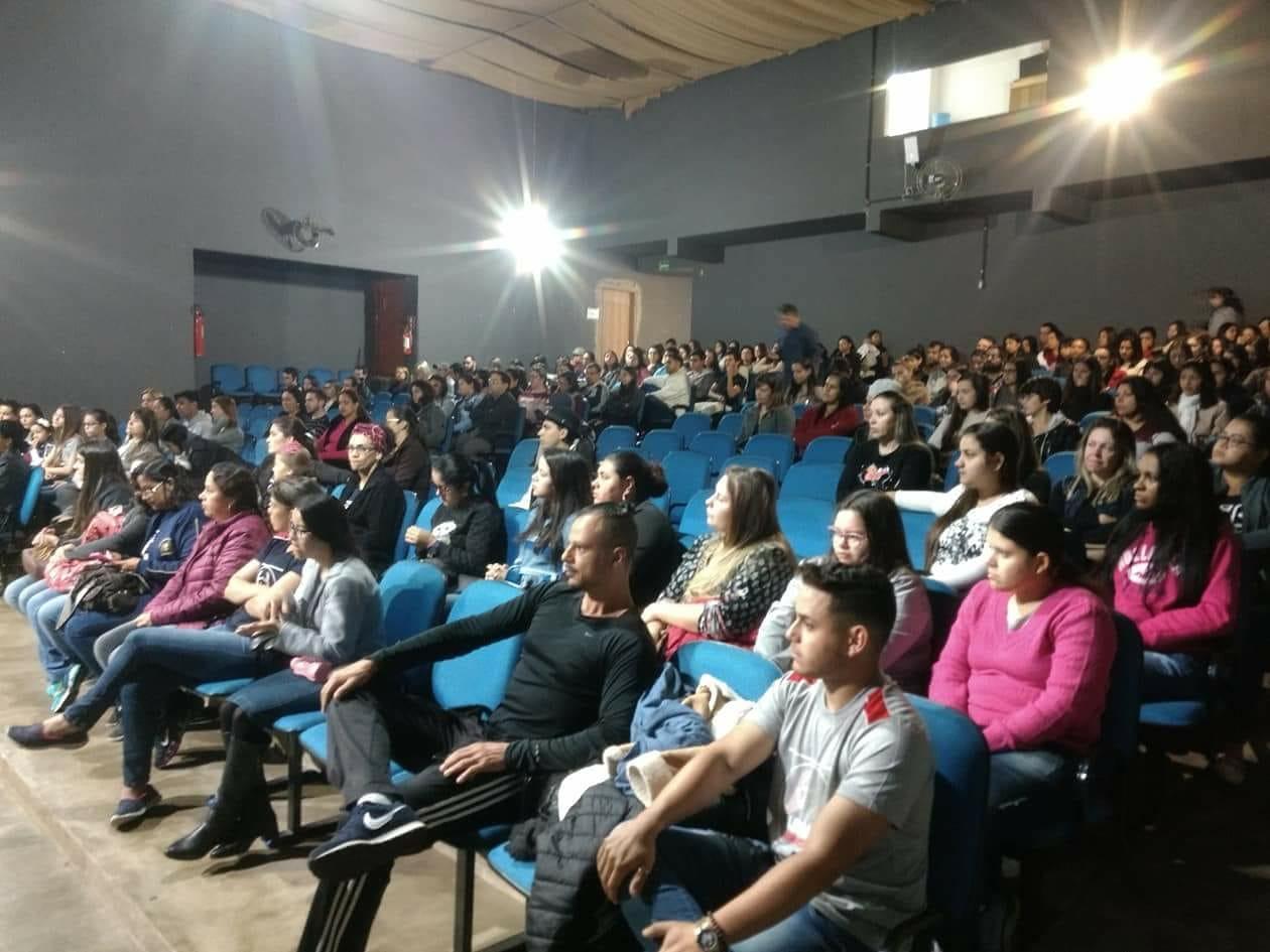 Gestão Heliton do Valle promove capacitação para servidores da Rede Municipal de Ensino de Itararé (SP)