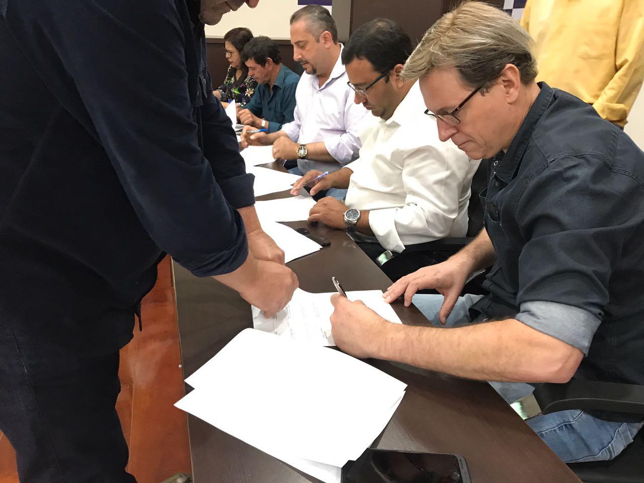 Prefeito de Itararé (SP) participa de reunião em prol a Saúde Pública