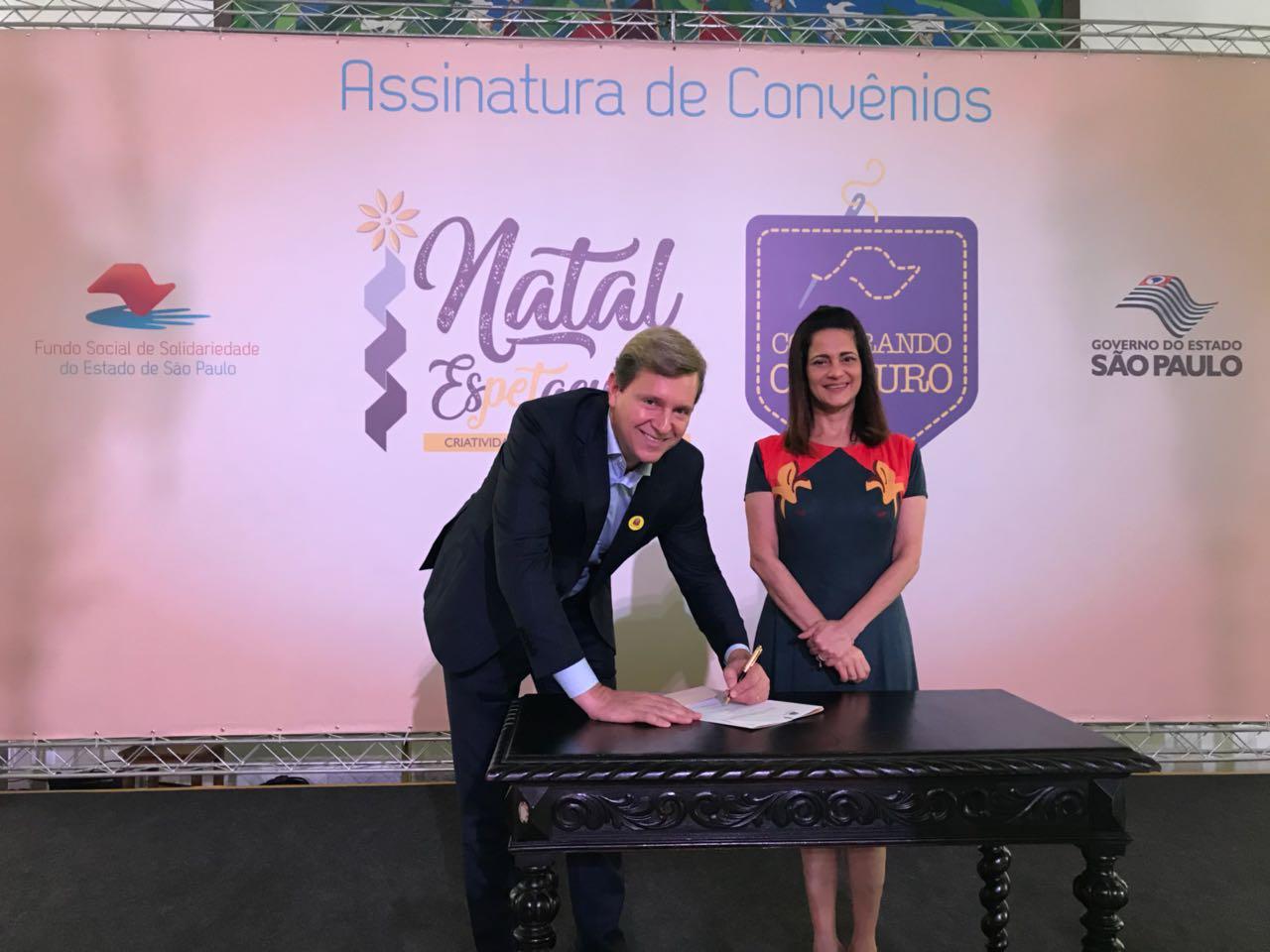 Prefeito de Itararé (SP) assina convênio 'Natal Espetacular' junto a primeira-dama do Estado