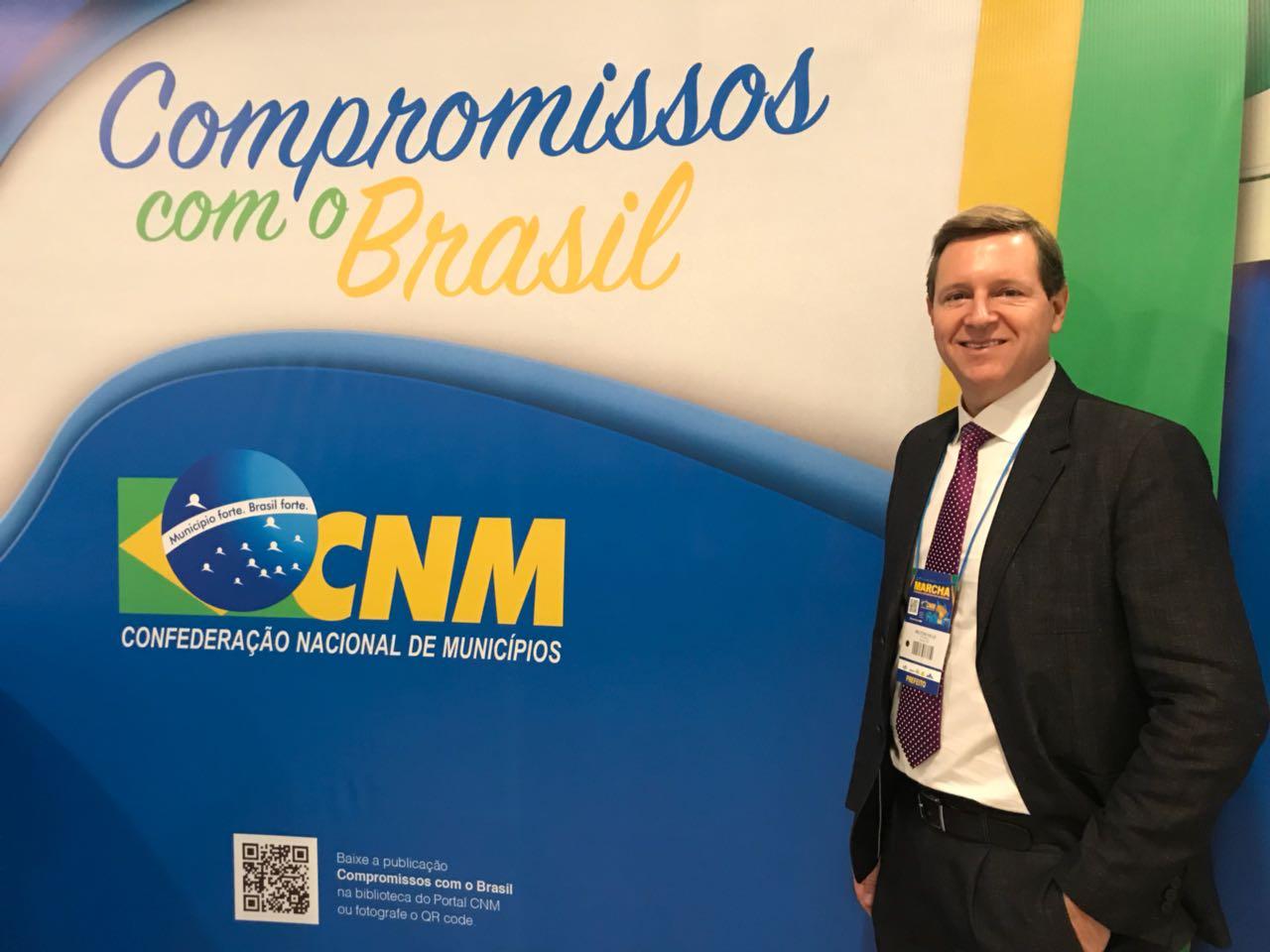 Em Brasília (DF), prefeito de Itararé (SP), Heliton do Valle, participa do lançamento oficial do app Siconv Convenente