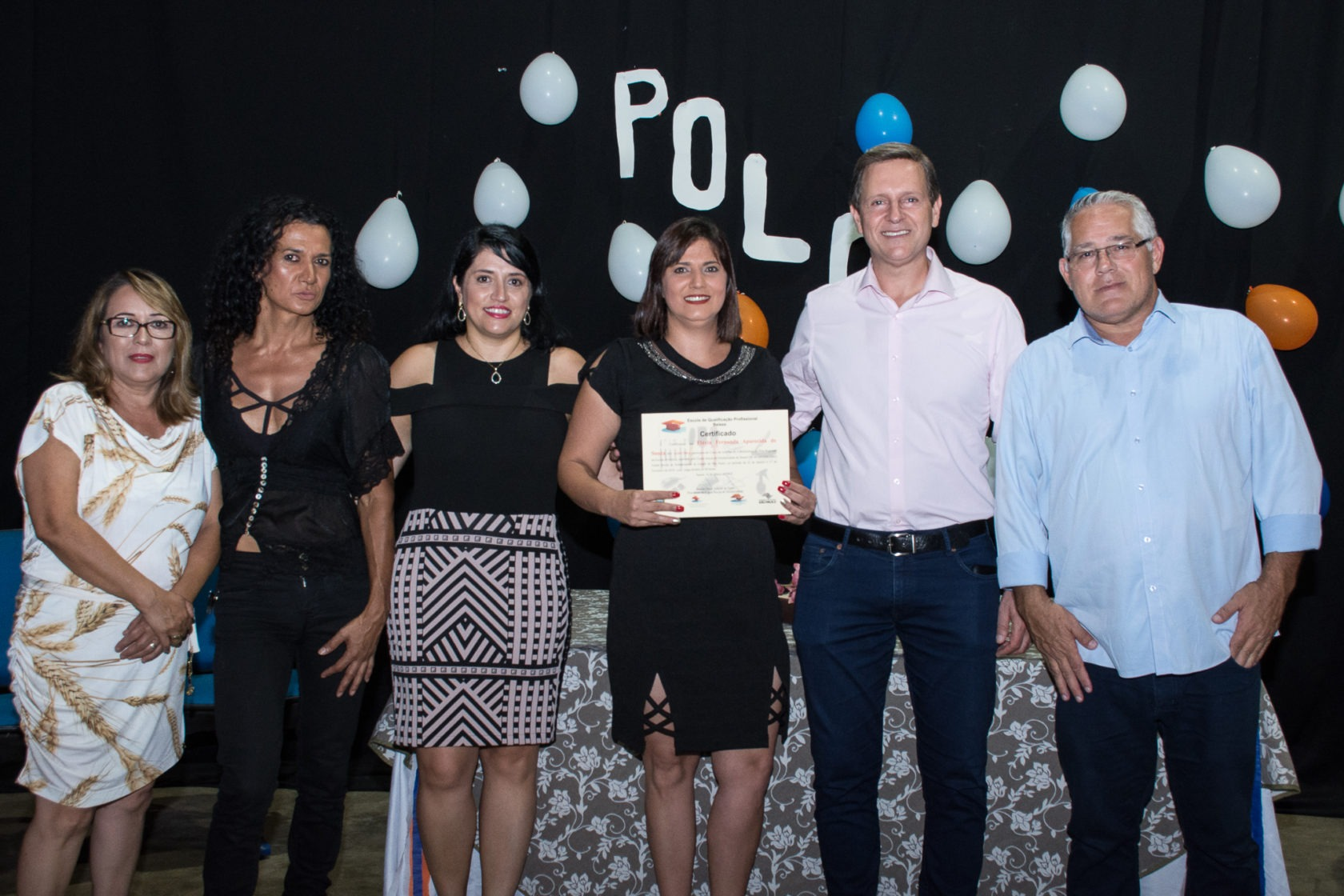 Primeira turma das escolas da Beleza e Construção Civil em Itararé (SP) recebe certificado de conclusão de curso