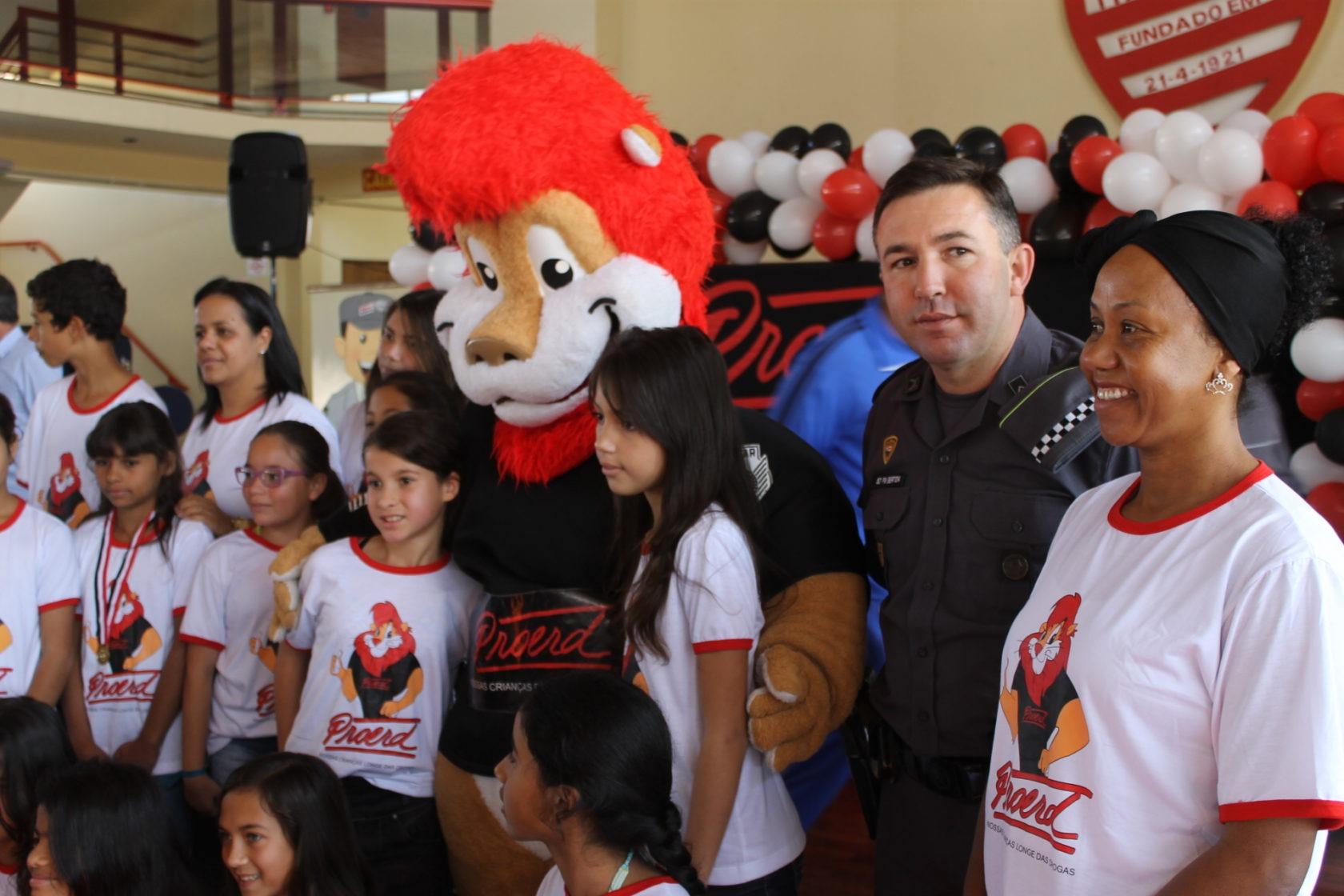 Alunos da rede municipal de ensino de Itararé participam de formatura do Proerd