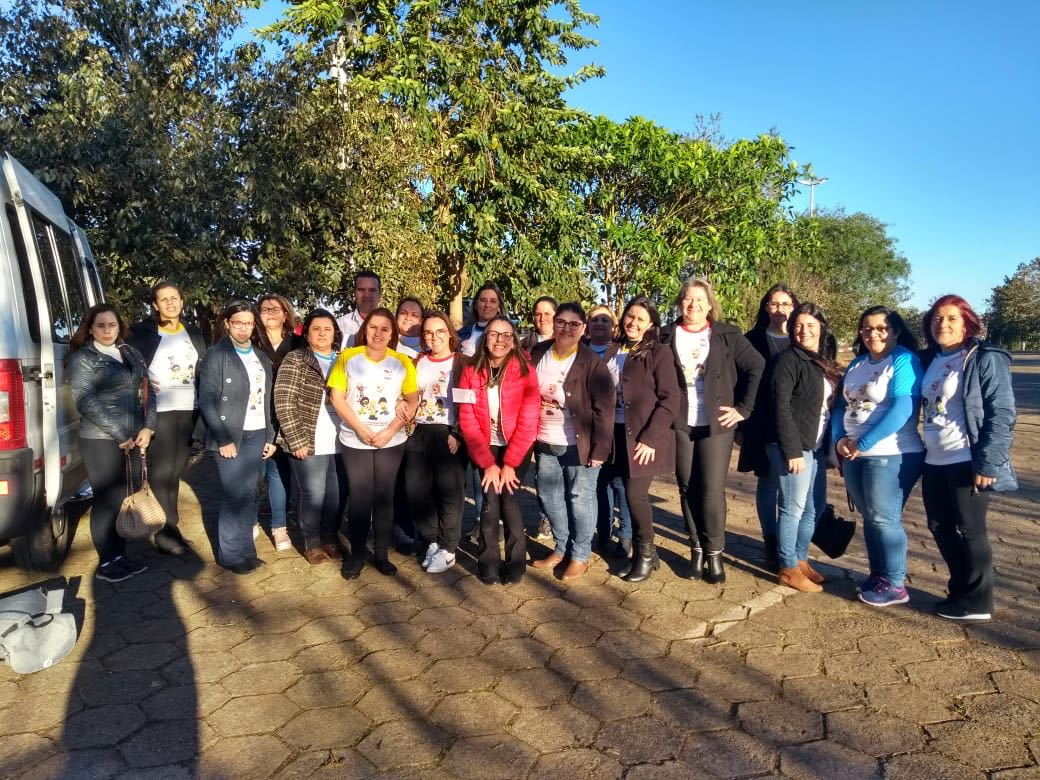 Heliton do Valle parabeniza coordenadores pedagógicos de Itararé (SP)