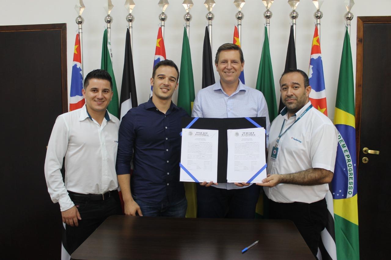 Prefeito de Itararé (SP) fecha parceria com a rede Fazfarma em prol aos servidores municipais