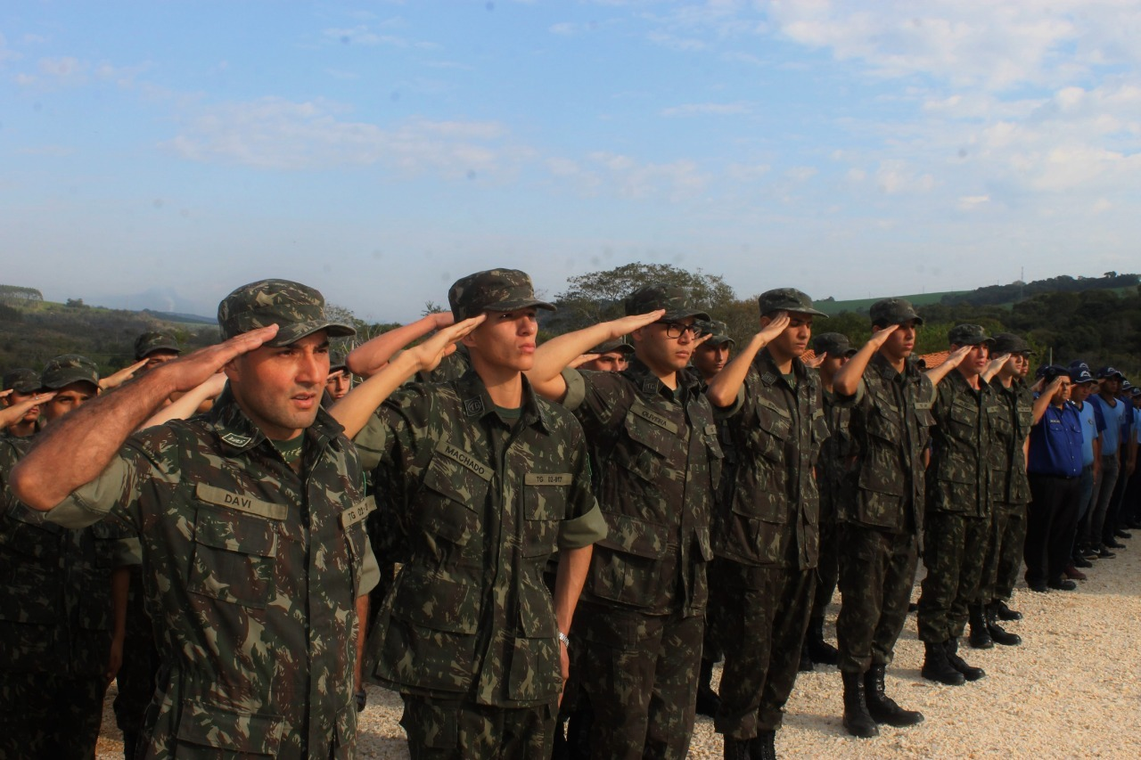 Heliton do Valle celebra resgate do Tiro de Guerra em Itararé (SP)
