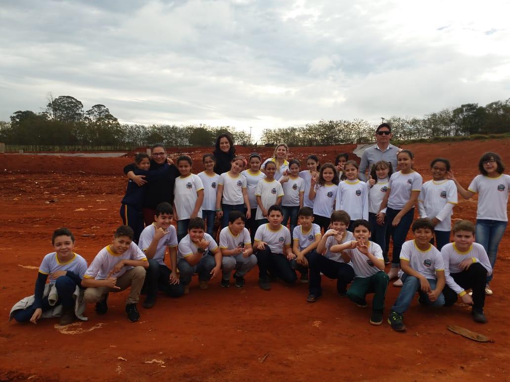 Alunos da Rede Municipal de Ensino de Itararé (SP) visitam aterro sanitário municipal