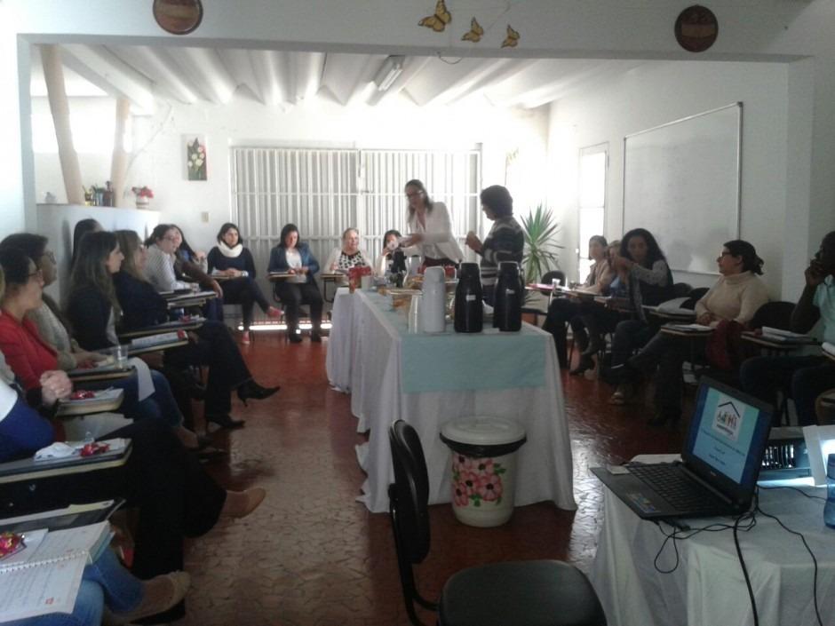 Cras reúne representantes da rede de assistência social