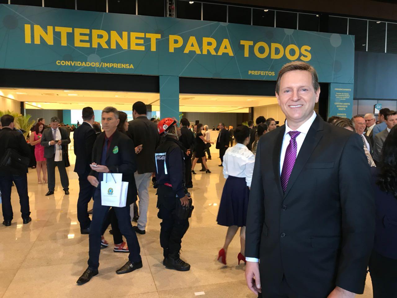 Heliton do Valle conquista internet à zona rural de Itararé (SP)