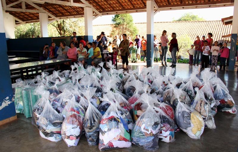 Jardim Paulicéia e Alvorada receberam donativos da Campanha do Agasalho 2014
