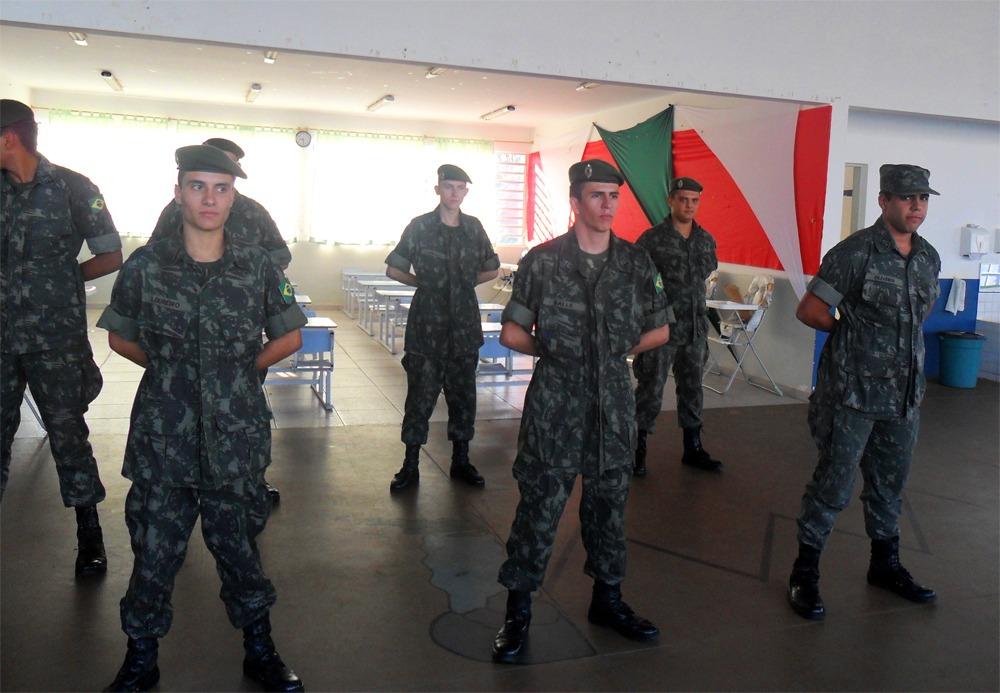 Escola municipal comemora o Dia do Soldado