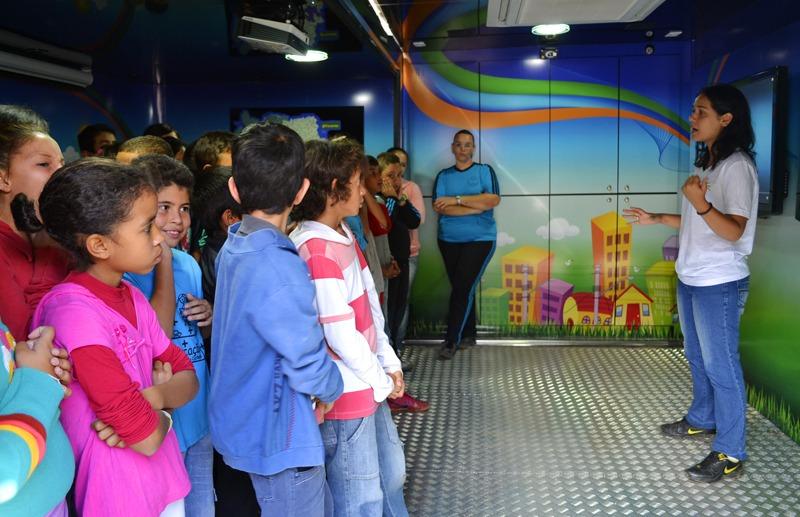 Escolas da rede municipal recebem unidade móvel da Elektro