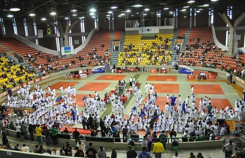 Prefeitura entrega quimono para alunos do Projeto Social Cata Vento