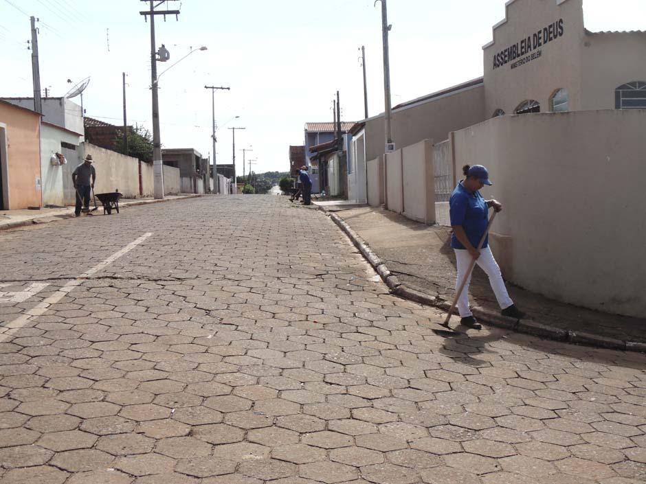 Prefeitura faz limpeza urbana