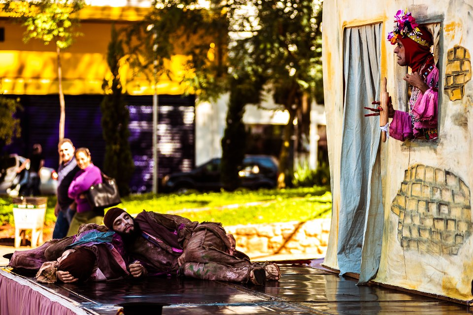 'Nossa Trupe Teatral' apresenta comédia 'O Pastelão e a Torta' na Praça São Pedro