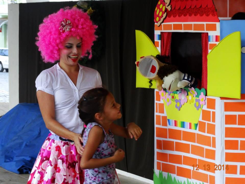 Parara Pompom anima o espaço kids durante o Pedalarte em Itararé