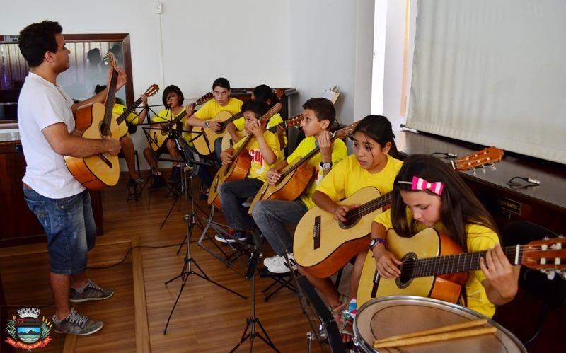 Projeto Guri promove audição de encerramento de semestre com a apresentação na praça São Pedro