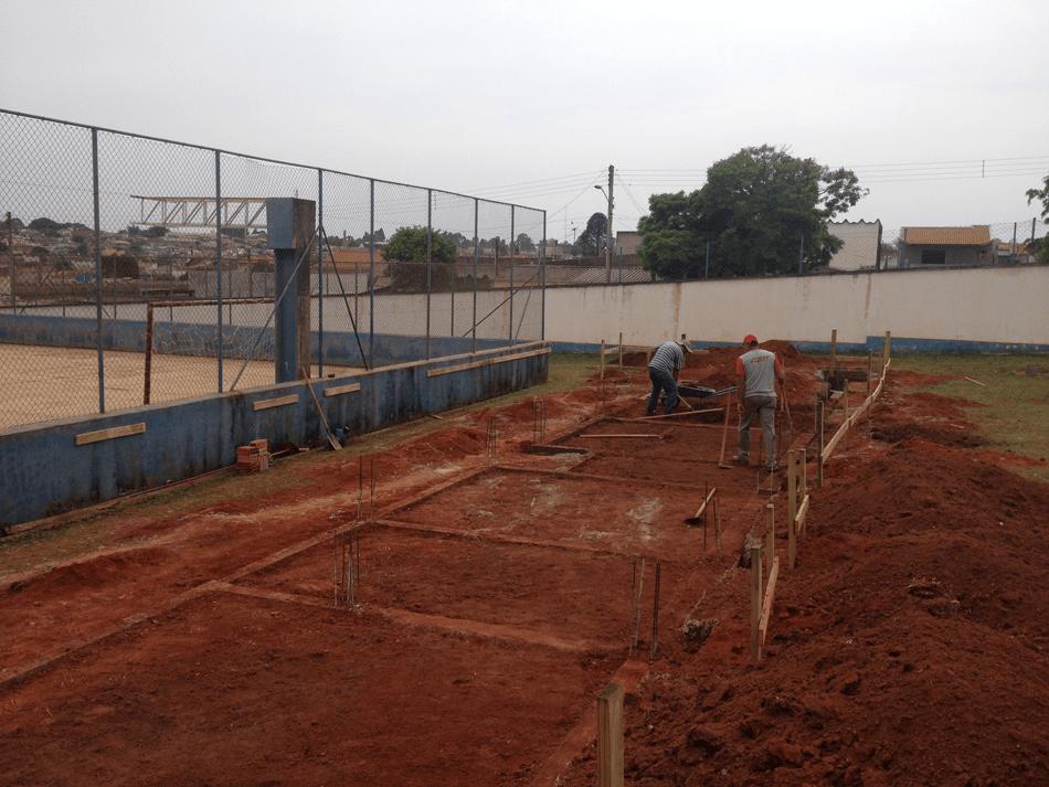 Começou a construção da quadra poliesportiva coberta da Escola Municipal Professor Juracy Martins