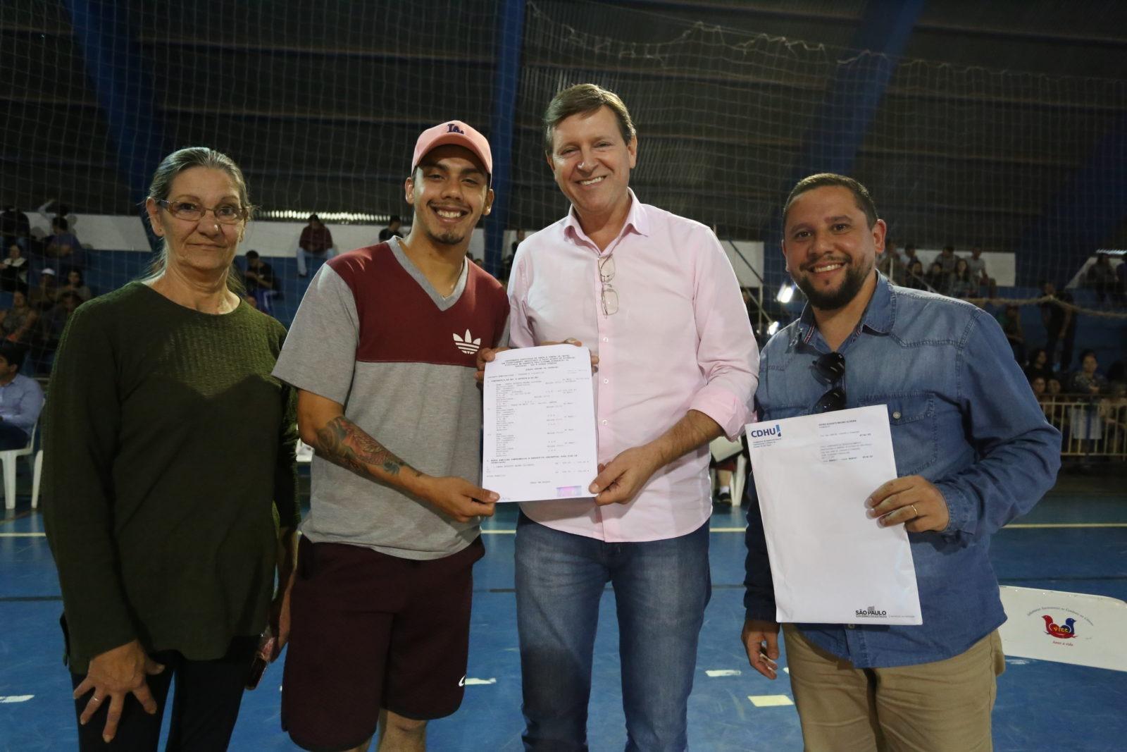 Prefeitura de Itararé (SP) realiza assinatura de contratos dos imóveis do Conjunto Habitacional 'Itararé E'