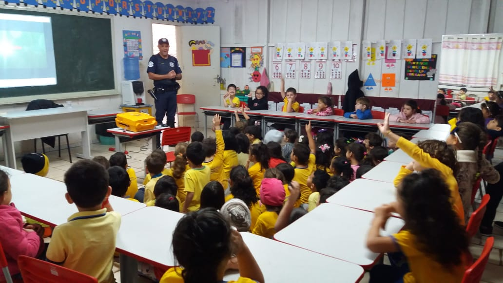 Em parceria com a Educação, GCM de Itararé (SP) promove palestras sobre segurança no trânsito