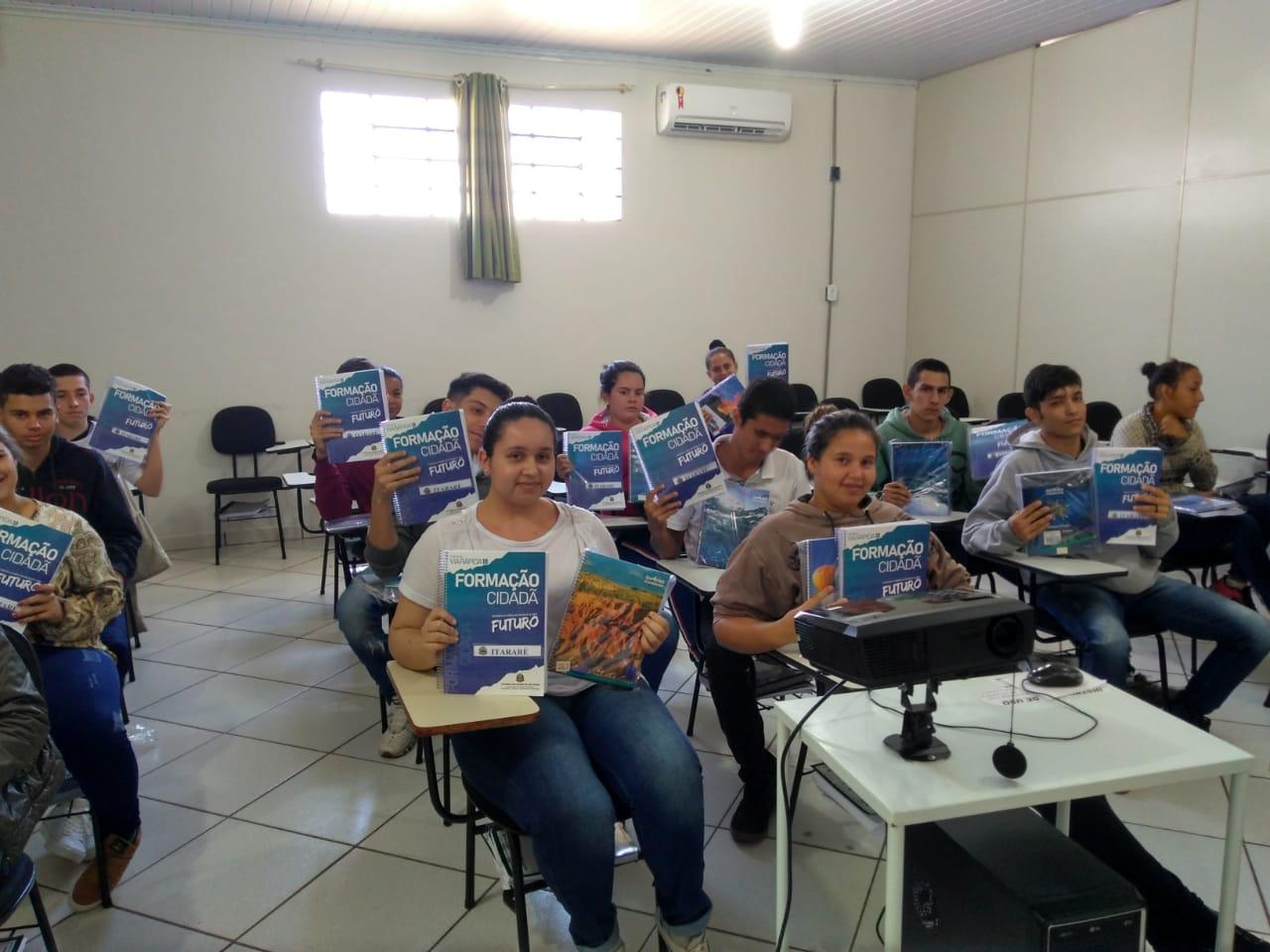 Alunos do JEPOE iniciam as aulas em Itararé (SP)