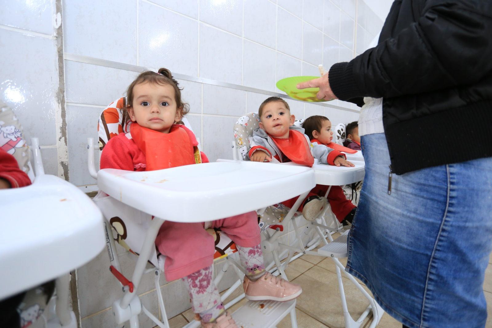 Prefeitura de Itararé (SP) adquire mais 118 cadeiras de alimentação às creches municipais