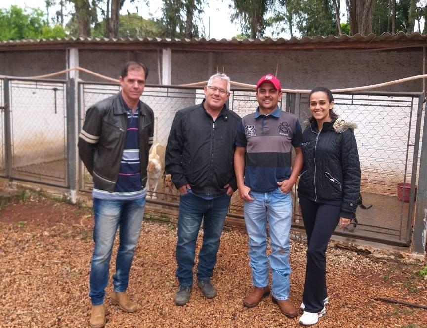 Secretaria de Agricultura e Pecuária de Itararé (SP) realiza visita técnica ao Canil Municipal de Itapeva (SP)