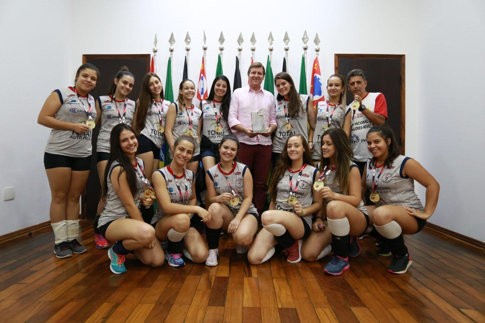 Prefeito de Itararé (SP) recepciona equipe vencedora da Liga Sorocabana de Voleibol Infantil 2019