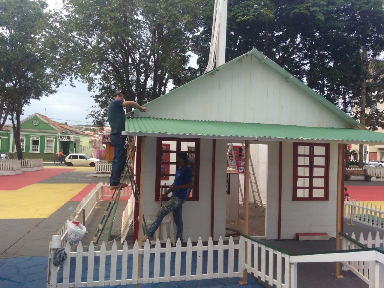 Com 29 metros quadrados, casa do Papai Noel é uma das atrações do Natal Encantado em Itararé (SP)