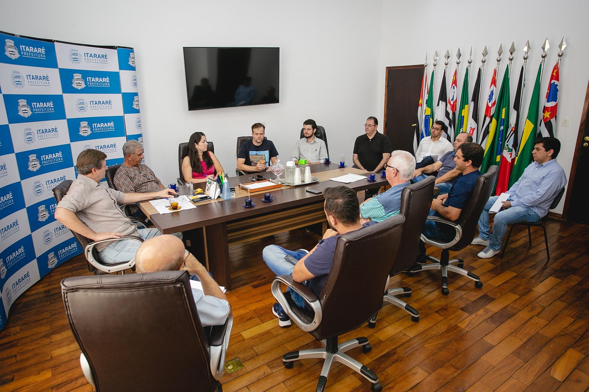 Coronavírus: Prefeito de Itararé (SP) reúne-se com comerciantes